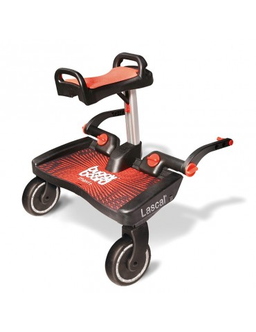 El BuggyBoard Maxi de Lascal se acopla al cochecito o sillita de paseo proporcionando un paseo cómodo y seguro para el niño